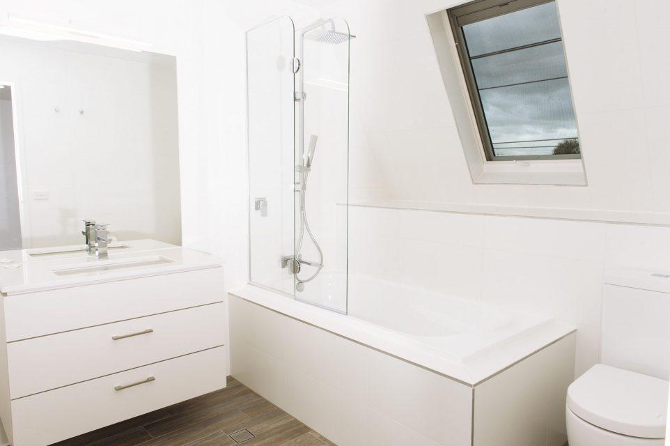 Photograph of a bathroom at 6-2 Seymour avenue